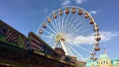 charneca : BERLIN - JUNE 3, 2017: Ferris Wheel at German Fun Fair turning - Wide Shot blue sky Vídeos