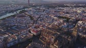 бой быков : Aerial view of the historic city and cathedral of Seville, Spain