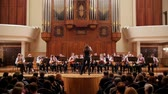condutor : Kazan, Russia - april 15, 2017: Saydashev State Great Concert Hall - great childrens string orchestra on scene Vídeos