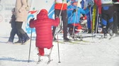 deslizamento : KAZAN, RUSSIA - March, 2018: athlete skiers with disabilities before the start of the ski race Stock Footage