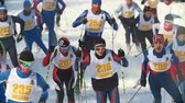 deslizamento : KAZAN, RUSSIA - March, 2018: group of teenagers skiers running at snow sunny day