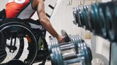 örnekleri : Disabled in a wheelchair pulls up and takes the weight in the gym while training.
