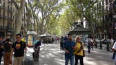 kozmopolita : Barcelona, Spain - September 2018: Crowd Of People Walking On La Rambla Central Street In Barcelona City.