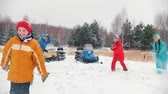 śnieżka : Winter forest. A young family having fun playing snowballs. Slow motion