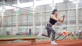 genç erişkin kadın : Young athletic woman in leggins doing nice leg exercises using a bench Stok Video