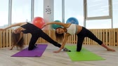 концентрация : Young women doing yoga in the gym