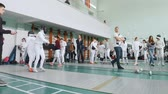 фехтование : 27 MARCH 2019. KAZAN, RUSSIA: Teenagers in protective clothes fighting on a fencing tournament in the school hall