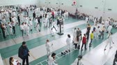 фехтование : 27 MARCH 2019. KAZAN, RUSSIA: A big tournament in the school hall with many people Стоковые видеозаписи