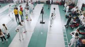 фехтование : 27 MARCH 2019. KAZAN, RUSSIA: A big fencing tournament in the school hall with many people