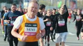 maraton : 05-05-2019 RUSSIA, KAZAN: A running marathon starting. Old and young people running