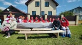 broderie : RUSSIA, Nikolskoe village, Republic of Tatarstan 25-05-2019: A group of old women sitting on the bench by the table Vidéos Libres De Droits