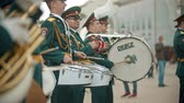 ドラム : RUSSIA, KAZAN 09-08-2019: A wind instrument military parade - men in green costumes standing on the street and playing drums