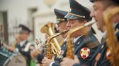 festa della musica : RUSSIA, KAZAN 09-08-2019: military parade - men playing saxophone at wind instrument parade Filmati Stock