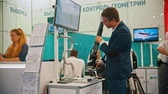 investigazione : 29 AUGUST 2019 MOSCOW, RUSSIA: a man in the suit controls the laser - technology exhibition Filmati Stock