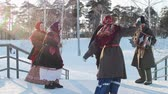 putperest : Russian folk - men and women in traditional Russian clothes are dancing to the accordion Stok Video
