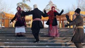 religiöse symbole : Russian folk - men and women in felt boots are dancing on the stairs in the park Videos