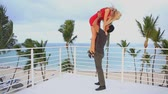 çatı katı : Young beautiful happy couple on the roof in the caribbean resort