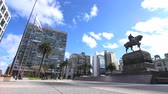 independencia : 4K time-lapse of the nightly traffic passing by at the Plaza Independencia in the center of Montevideo, Uruguay. Stock Footage