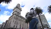salvo : 4K time-lapse of the nightly traffic passing by at the Plaza Independencia in the center of Montevideo, Uruguay. Stock Footage