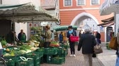 баварский : DONAUWOERTH, GERMANY - SEPTEMBER 24: View of the market on September 24, 2016 in Donauwoerth, Germany. Стоковые видеозаписи