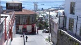yırtık pırtık : VALPARAISO, CHILE â € JUNE 21: View of a street on June 21, 2016 in Valparaiso, Chile. Stok Video
