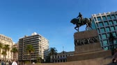 salvo palace : MONTEVIDEO, URUGUAY – SEPTEMBER 3: View of the Plaza Independencia on September 3, 2016 in Montevideo, Uruguay.
