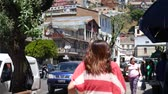 yırtık pırtık : VALPARAISO, CHILE – JUNE 21: View on the city on June 21, 2016 in Valparaiso, Chile. Stok Video