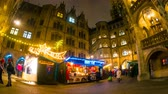 баварский : MUNICH, GERMANY - DECEMBER 15: Time-lapse view on people visit the traditional and famous Bavarian Christmas market in the city centre on December 15, 2016 in Munich, Germany.