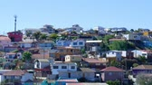 yırtık pırtık : VALPARAISO, CHILE – JUNE 21: View of the town on June 21, 2016 in Valparaiso, Chile. Stok Video