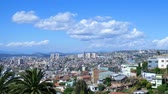 körképszerű : VALPARAISO, CHILE – JUNE 21: Panoramic view of the coast on June 21, 2016 in Valparaiso, Chile. Stock mozgókép