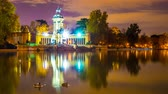 madryt : MADRID, SPAIN - SEPTEMBER 9: Time-lapse view of clouds move over Monuments at night in the famous Park of Retiro in the center of the city on September 9, 2016 in Madrid, Spain. Wideo