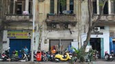 lambreta : HO CHI MINH CITY,VIETNAM - MARCH 08: Scooters park on a side street on March 08, 2018 in Ho Chi Minh City,Vietnam.