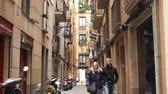 catalão : BARCELONA, SPAIN – JULY 11: View on the historic neighbourhood of Barrio Gotico in the center of the city on July 11, 2016 in Barcelona, Spain.