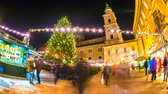 advento : SALZBURG, AUSTRIA - DECEMBER 20: Time-lapse view on people as they visit the traditional and famous Christmas market in the city centre during the christmas holidays on December 20, 2017 in Salzburg, Austria.