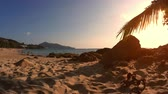 banho de sol : Sunset view on a idyllic tropical beach.