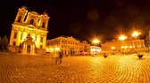rumunia : TIMISOARA, ROMANIA - OCTOBER 15: Time-lapse view on historic architecture in the centre of the city as peolpe pass by on the main square at night on October 15, 2017 in Timisoara, Romania.