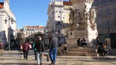 godo : LISBON, PORTUGAL - CIRCA JANUARY 2018: View on daily life in the center of the city circa January 2018 in Lisbon, Portugal. Vídeos