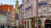 баварский : AUGSBURG, GERMANY - APRIL 15: View on the daily life and the architecture of the historic centre of the city on April 15, 2017 in Augsburg, Germany.
