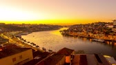 telhado : PORTO, PORTUGAL - CIRCA JANUARY 2018: Time-lapse view on the illuminated Old Town and the Dom Luis Bridge at the River Duro in Porto during sunset circa January 2018 in Porto, Portugal. Vídeos