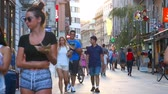 szlovénia : LJUBLJANA, SLOVENIA - CIRCA AUGUST 2017: Daily life on the centre of the city as pedestrians pass by on historic streets circa August, 2017 in Ljubljana, Slovenia