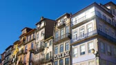 português : PORTO, PORTUGAL - CIRCA JANUARY 2018: View on colorful mediterranean houses in the historic center of the city circa January 2018 in Porto, Portugal. Vídeos