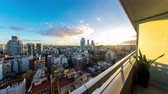 vlastnost : Time-lapse view on the skyline of the city from a balcony of a high rise apartment as Sun breaks through between fast move clouds in Buenos Aires.