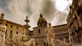 sicílie : PALERMO, ITALY - CIRCA JUNE 2018: Time-lapse view on The monumental Praetorian Fountain in the heart of the historic centre on Piazza Pretoria circa June 2018 in Palermo, Italy.