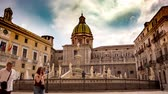 sicílie : PALERMO, ITALY - CIRCA JUNE 2018: Time-lapse view on the Statue at the monumental Praetorian Fountain in the heart of the historic centre on Piazza Pretoria in Palermo, Italy Dostupné videozáznamy