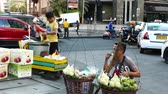 vendedores ambulantes : METRO MANILA, PHILIPPINES - CIRCA MARCH 2018: View on street food vendors as people pass by circa March 2018 in Metro Manila, Philippines.