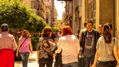weiter geben : BUENOS AIRES, ARGENTINA - CIRCA FEBRUARY 2019: Time-lapse view on People pass by in the famous street Florida in the center of the city circa February 2019 in Buenos Aires, Argentina. Stock Footage