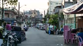 yerleri : METRO MANILA, PHILIPPINES - CIRCA MARCH 2018: View on daily life as traffic and pedestrians pass by on a side street circa March 2018 in Metro Manila, Philippines. Stok Video