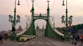 wegry : BUDAPEST, HUNGARY - CIRCA AUGUST 2019: View on the historic liberty Bridge in the center of the city as traffic and pedestrians pass by circa August 2019 in Budapest, Hungary.