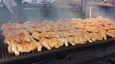carne de porco : frying chicken, barbecue Stock Footage