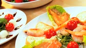 уксус : Healthy selection of crisp salad vegetables & fresh seafood making a healthy nutritious meal